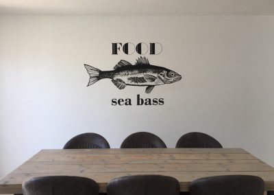 Muurschildering tekst en vis