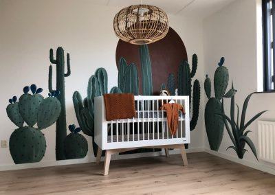 Muurschildering babykamer cactus