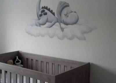 Muurschildering babykamer dirk draakje