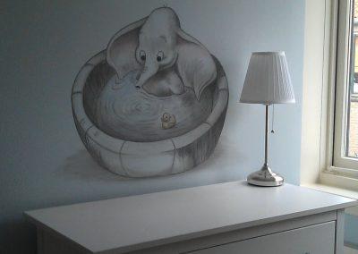 Muurschildering babykamer Dombo