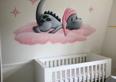 Muurschildering babykamer draakje