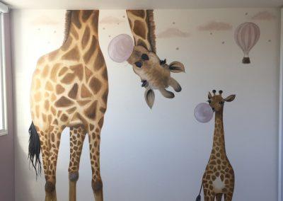 Muurschildering babykamer giraffes