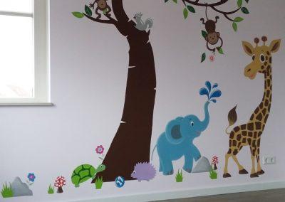 Muurschildering babykamer jungle