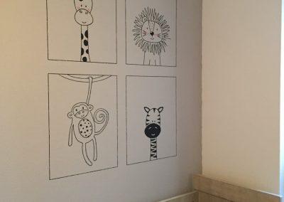 Muurschildering babykamer lijntekening diertjes