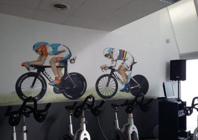 Muurschildering wielrenners spinning