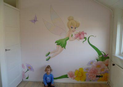 Muurschildering babykamer tinkerbell
