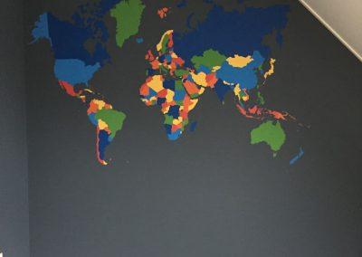 Muurschildering wereldkaart