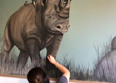 Muurschildering neushoorn